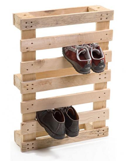 un rangement pour les chaussures en palettes