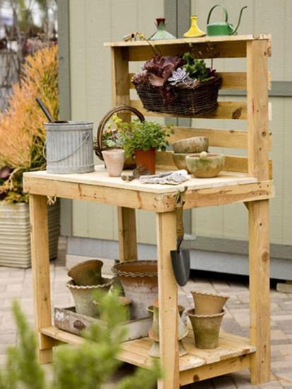 un établi pour jardiner fait en palettes