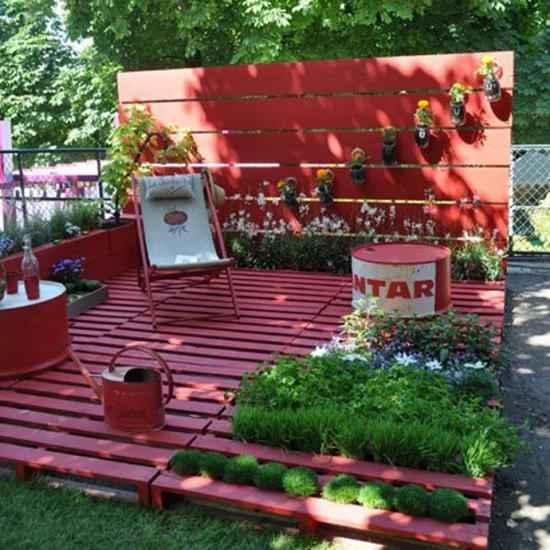 faire un coin salon détente dans le jardin avec des palettes en bois