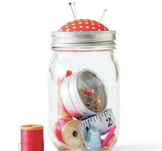 kit de couture dans un bocal en verre