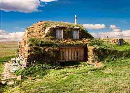 maison traditionnelle islandaise enterrée