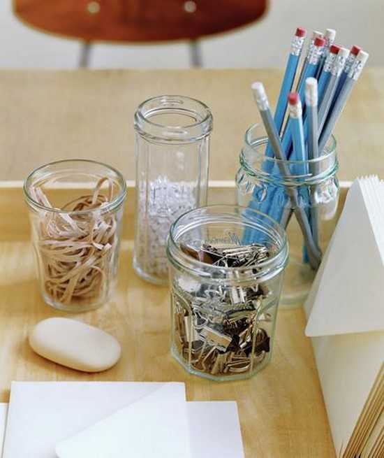 organiser son bureau avec des bocaux en verre