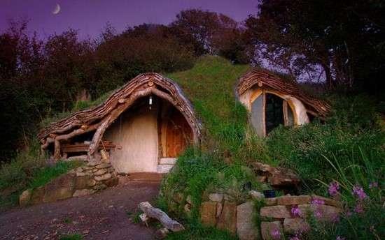 maison hobbit écologique matériaux de récupération