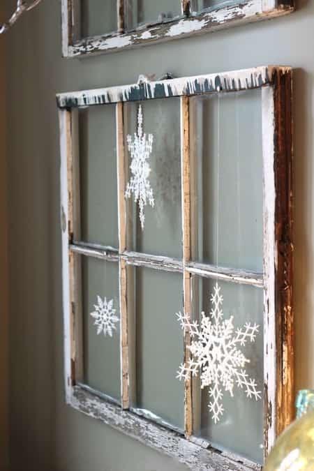 Vieille fenêtre transformée en déco de noêl