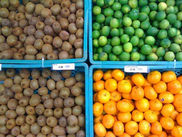 Etalage de légumes avec prix