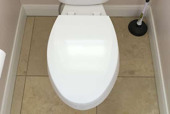 comment nettoyer complètement les toilettes en profondeur