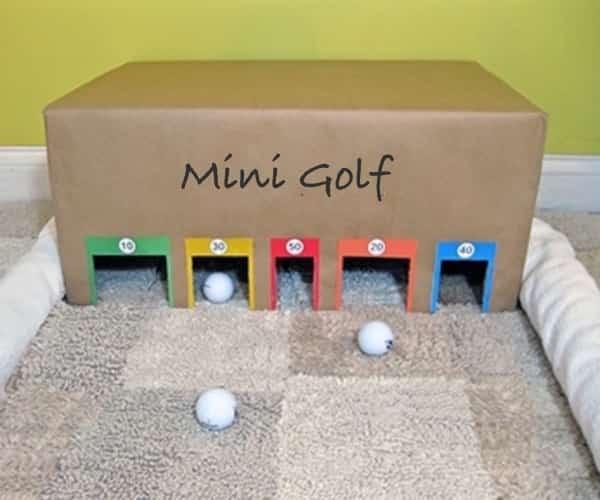 un mini golf d'intérieur