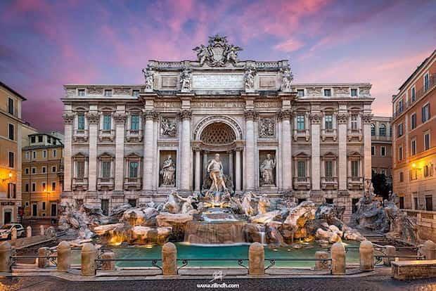 Admirer la fontaine de trevi à Rome seul