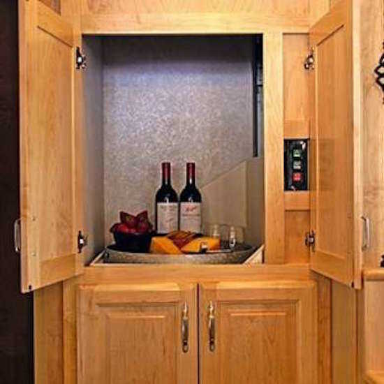 Les montes-plats peuvent vraiment faciliter la vie des personnes qui habitent une maison à étages.