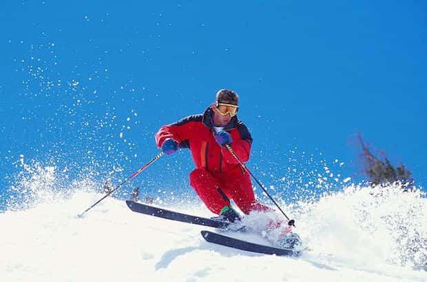Apprendre à faire du ski à la montagne