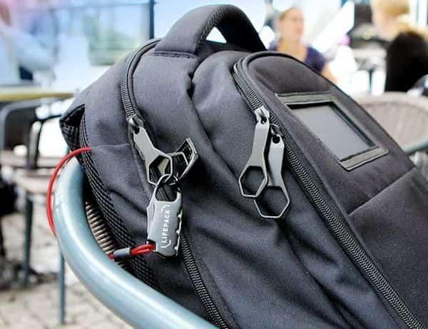 Les sac antivol, les bloque-portes et les housses protectrices de passeport peuvent vous aider à protéger vos objets précieux et à voyager en sécurité.