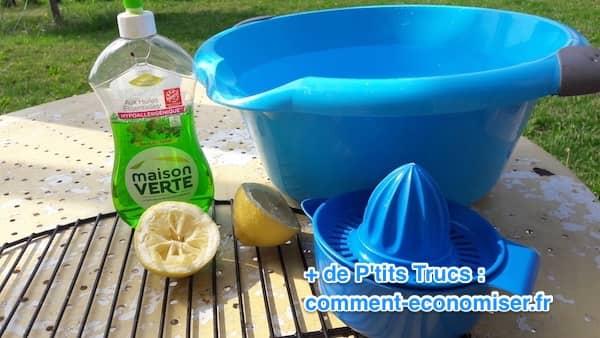 laver la grille avec de l'eau du citron et du produit vaisselle