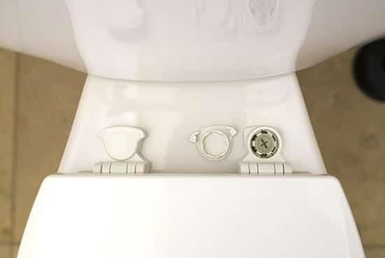 laver WC en profondeur et retirer les couvercles cache vis