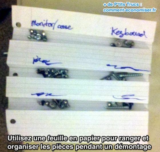 Utilisez une feuille en papier pour ranger et  organiser les pièces pendant un démontage