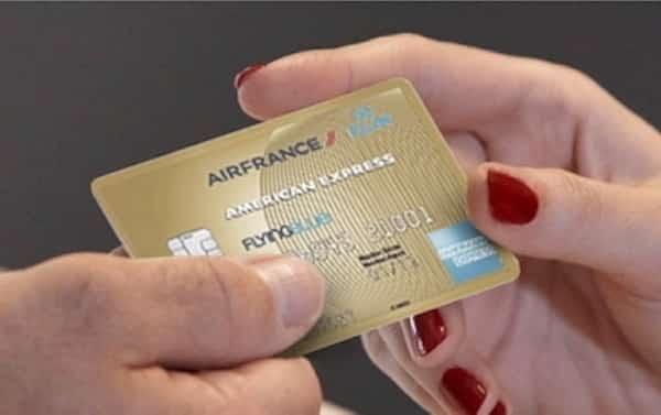 Une bonne astuce de grand voyageur est de souscrire à une carte de crédit avec un programme de fidélité pour gagner de miles et voyager gratuitement.