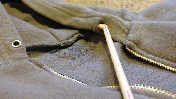 Comment remettre le cordon dans la capuche facilement