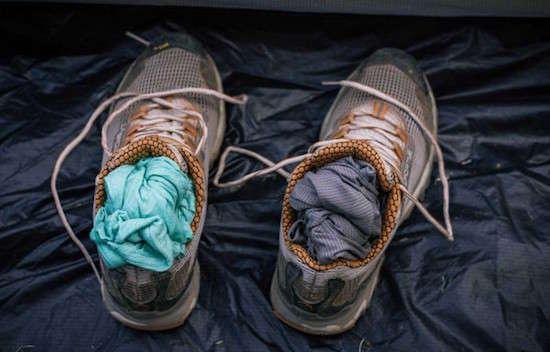 Comment faire sécher rapidement les chaussures mouillées lorsque l'on fait du camping ?