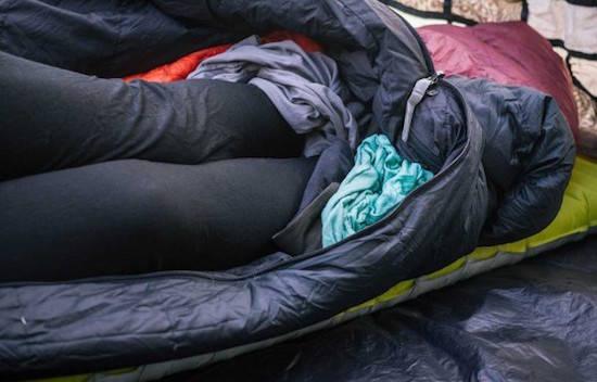 Comment faire pour se réchauffer les pieds lorsque l'on fait du camping ?