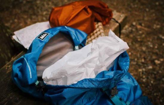 Existe-t-il une astuce pour garder ses affaires bien sèches lorsque l'on fait du camping ?