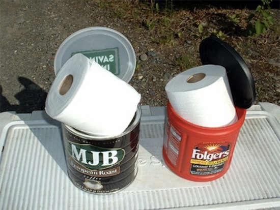 Saviez-vous qu'une vieille boîte à café est parfaite pour ranger votre papier hygiénique ?