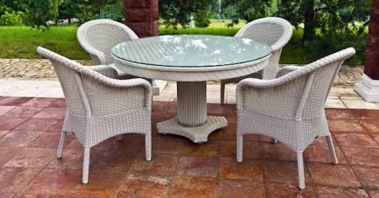 Quelle est la meilleure méthode pour nettoyer les meubles de jardin et le mobilier extérieur ?