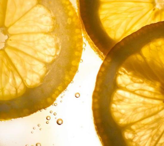 le citron nettoie les taches de chocolat