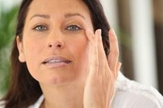 Huile de ricin 6 bienfaits incroyables pour les cheveux - Comment soulager un coup de soleil rapidement ...