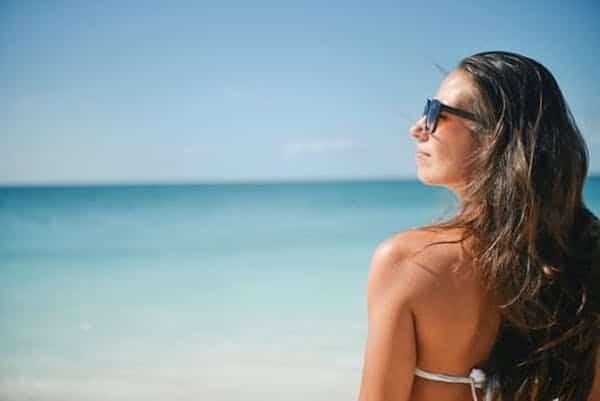 Passer du temps à la plage est hautement bénéfique car cela nous aide à mettre les problèmes de la vie en perspective.