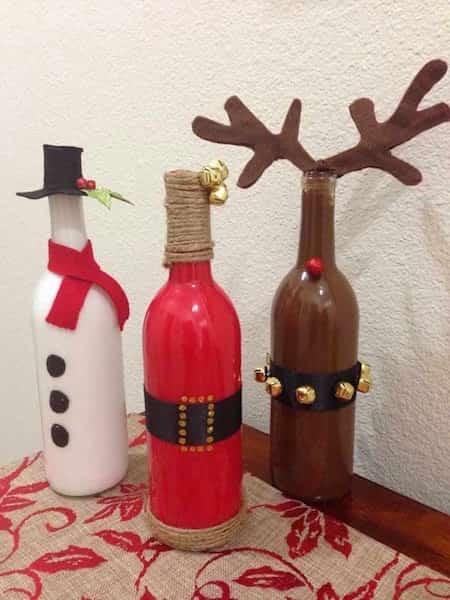 des bouteilles de vin recyclées en décor de Noël