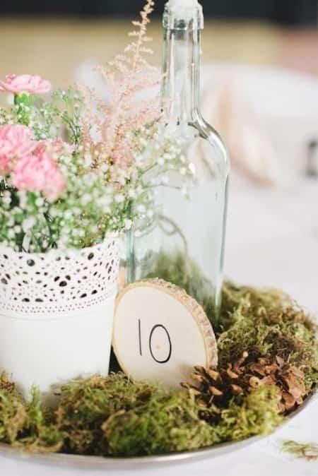 déco mariage pas cher bouteille en verre et fleurs