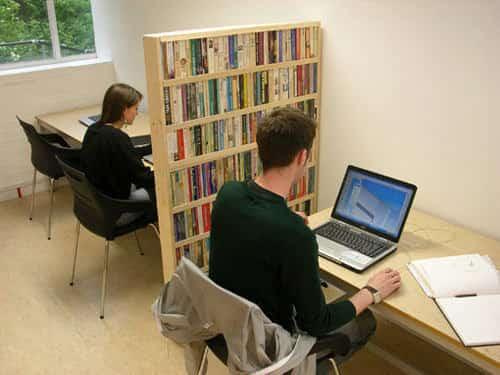 bibliothèque pour séparer les bureaux open space