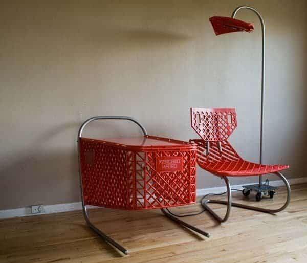 caddy plastique rouge transformé en chaise