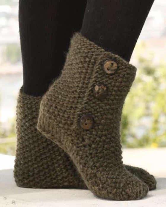 modèle kaki de pantoufle en tricot