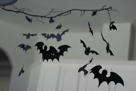 Accrochez des chauves-souris au plafond