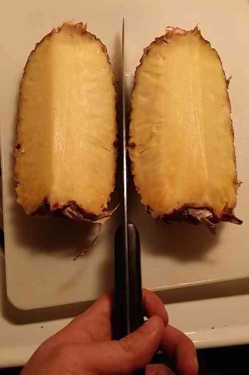 La bonne fa on pour couper facilement un ananas - Couper un tonneau en deux ...