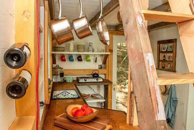 Voici une p 39 tite maison dans les bois construite en 6 for Cuisine 500 euros