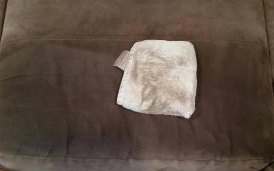 comment nettoyer un canap en microfibres facilement. Black Bedroom Furniture Sets. Home Design Ideas