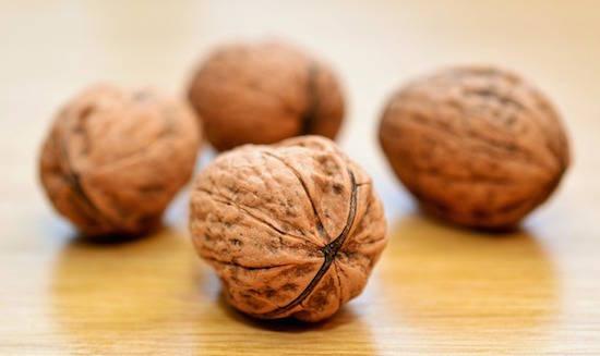 Saviez-vous que les noix peuvent stimuler la détoxification du foie ?