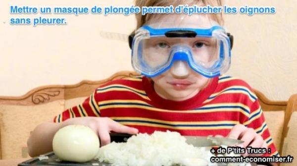 Mettre un masque de plongée permet d'éplucher les oignons sans pleurer.