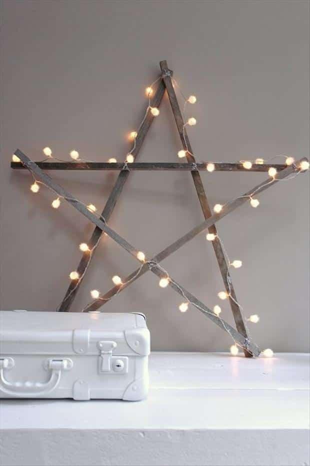 une étoile de noël lumineuse
