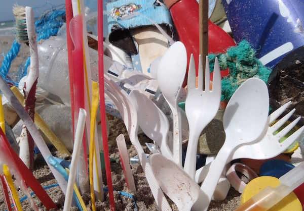 Eviter d'utiliser des couverts en plastique