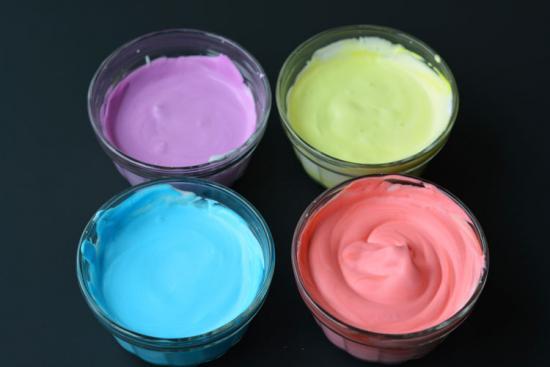 recommencez pour toutes les couleurs de la peinture mousse