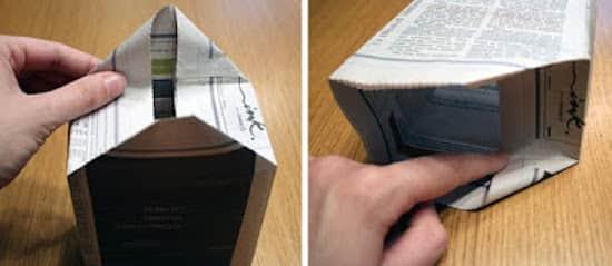 Pliez les triangles vers l'intérieur pour créer le fond de votre sac cadeau DIY.