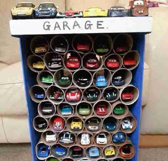 garage petite voiture enfant rouleaux papier toilette