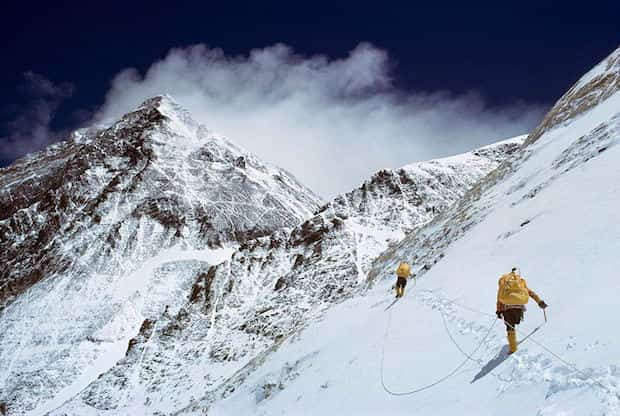 Grimper le mont everest au népal seul
