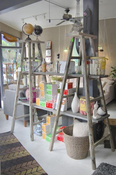 faites une étagère avec des échelles