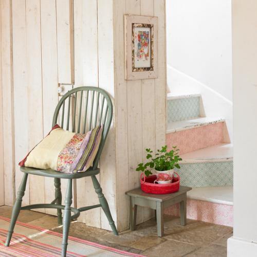 embellissez vos escaliers avec du papier peint