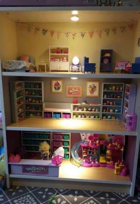 Projet déco : transformez une bibliothèque en maison de poupée