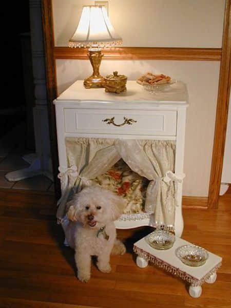 Projet déco : transformez une table d'appoint en panier pour chien