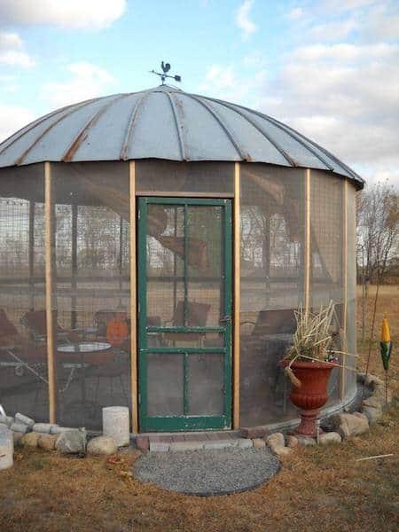 Projet déco : transformez un vieux silo à céréales en kiosque de jardin